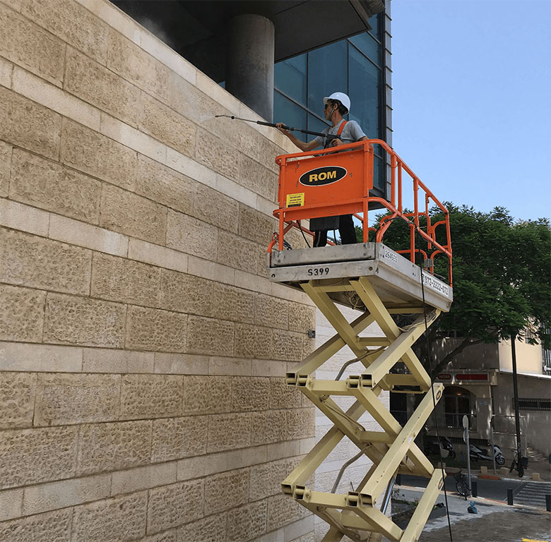 Height cleaning with ramp